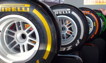 1024px-Pirelli_Formula_One_tires_2013_Britain