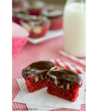 Red-Velvet-Cheesecake-Cupcakes-recipe-taste-and-tell-2