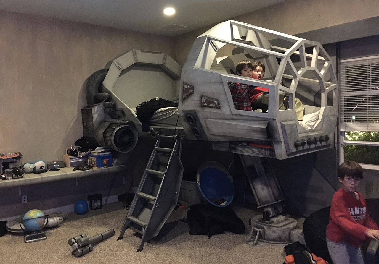 Exposer Son Millennium Falcon Lego Star Wars Star Wars Gifted Designer Builds Millennium Falcon Bed For His Son Ign