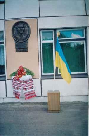 Меморіальна дошка на честь О.Д.Засядка (с. Лютеньці)