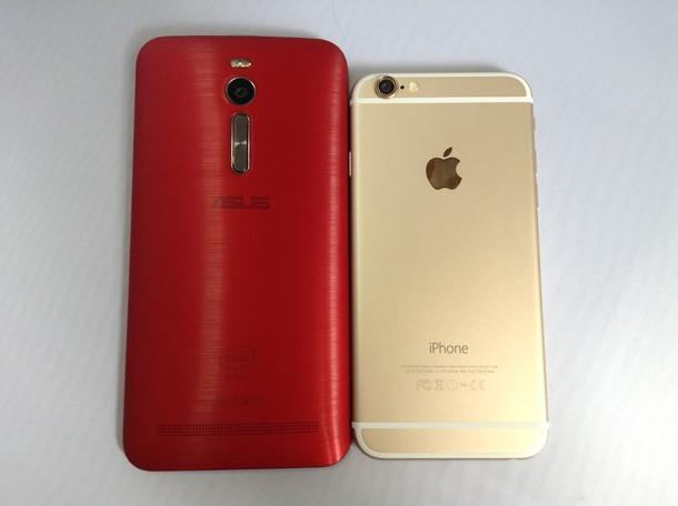 Zenfone 2とiPhone 6を横に並べてて大きさを比較した写真