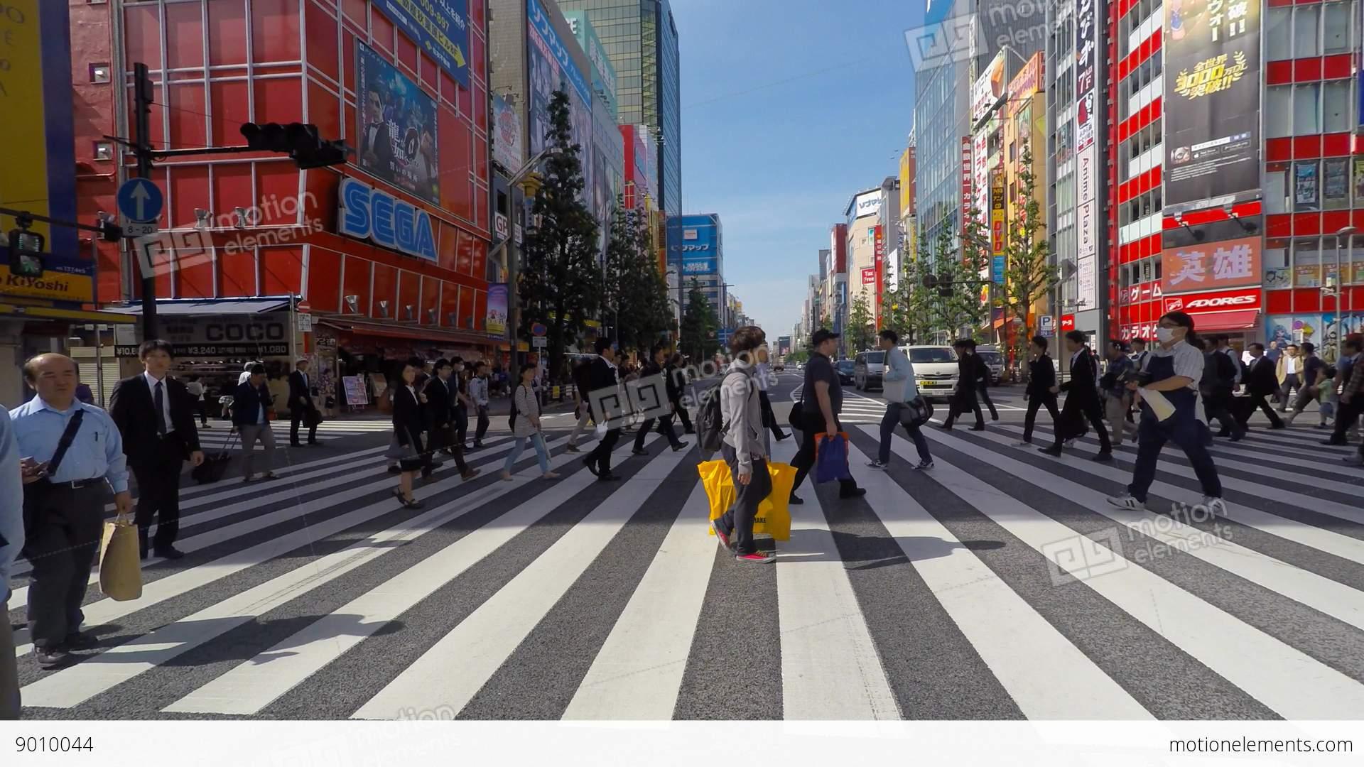 Retro Anime Girl Wallpaper Tokyo Japan People Crossing The Street At Tokyo S