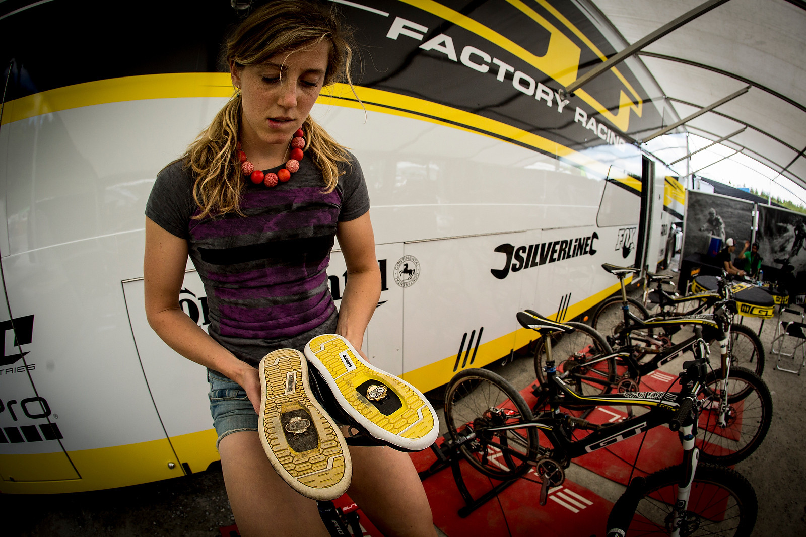 Rachel Atherton And Her Shoe Choice Dilema At Fort Wiliam