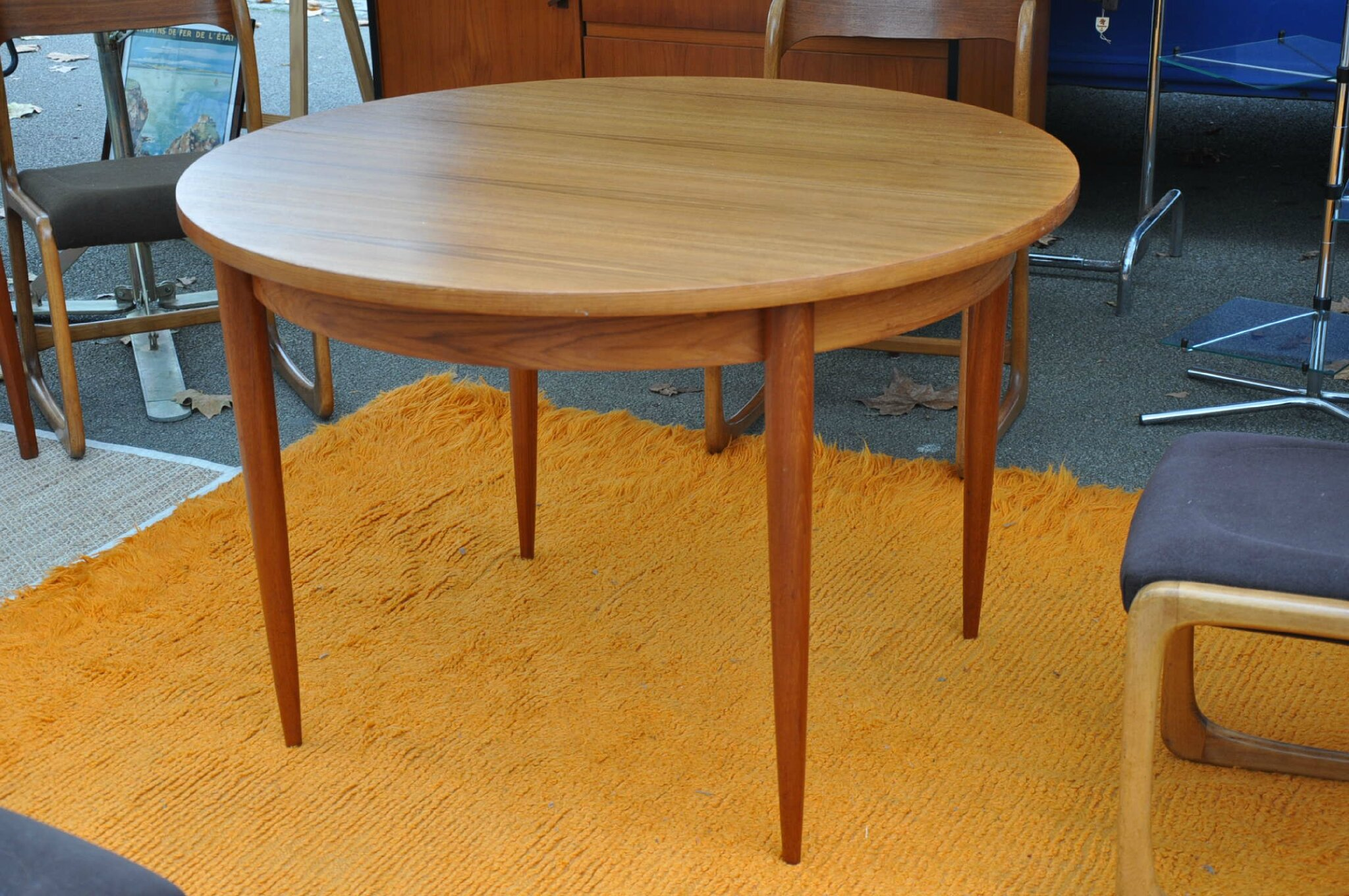 Table En Teck Ronde Table Ronde Teck De Type Scandinave Article Vendu Antiquités