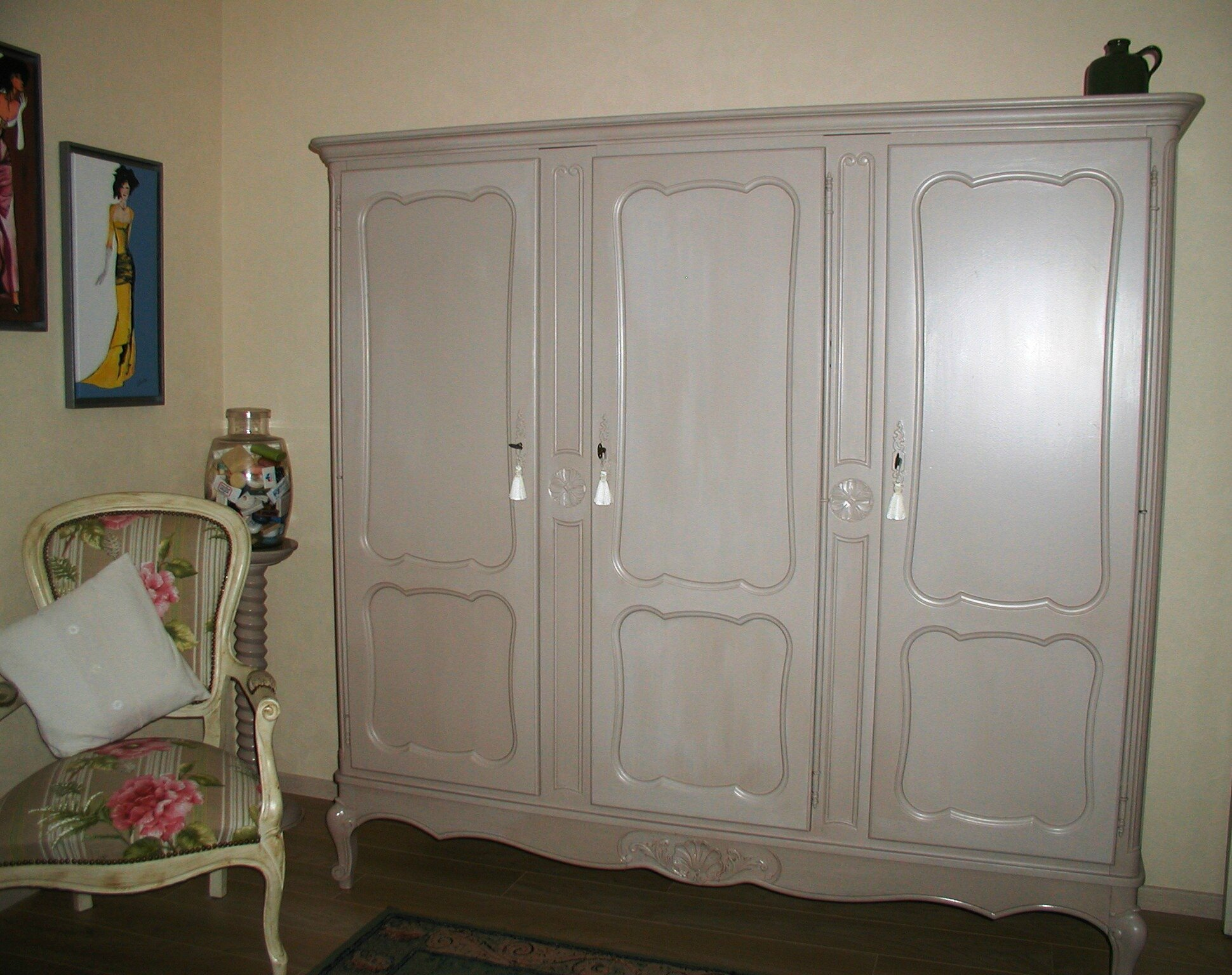 Comment Moderniser Une Vieille Armoire Repeindre Une Armoire 17 Best Images About Repeindre Meubles Mamie