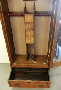 Custom built oak gun cabinet : Lot 965A