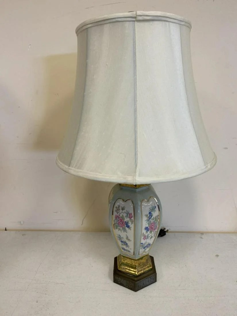 Asian Style Porcelain Table Lamp Jul 28 2020 Bremo Auctions In Va