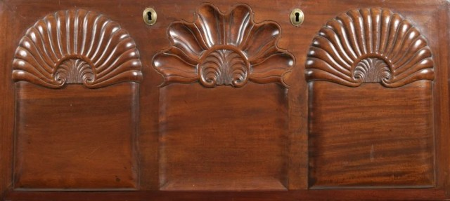 90: Chippendale Mahogany Shell-Carved Desk