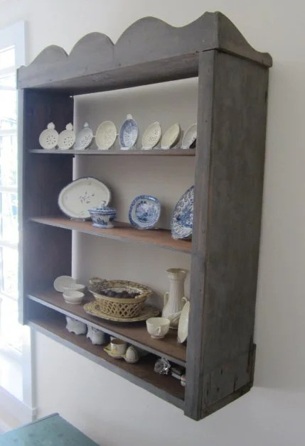 158: Painted Scallop-Top Hanging Shelf