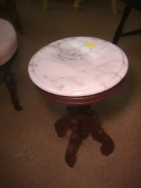 192: VICTORIAN MARBLE TOP SIDE TABLE SMALL ROUND : Lot 192
