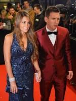 Lionel Messi Chega Bola De Ouro Trajando Terno Vinho E A Panhado