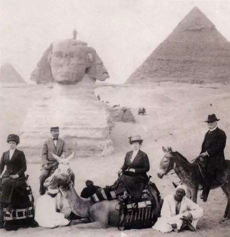 Porfirio Díaz y su Esposa, Carmen Romero Rubio durante su viaje a las Pirámides de Egipto.