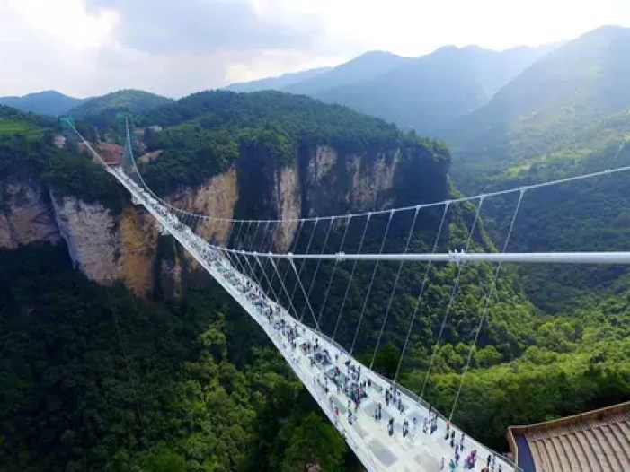 A ponte tem cerca de 430 metros de comprimento e custou mais de US$ 3 milhões