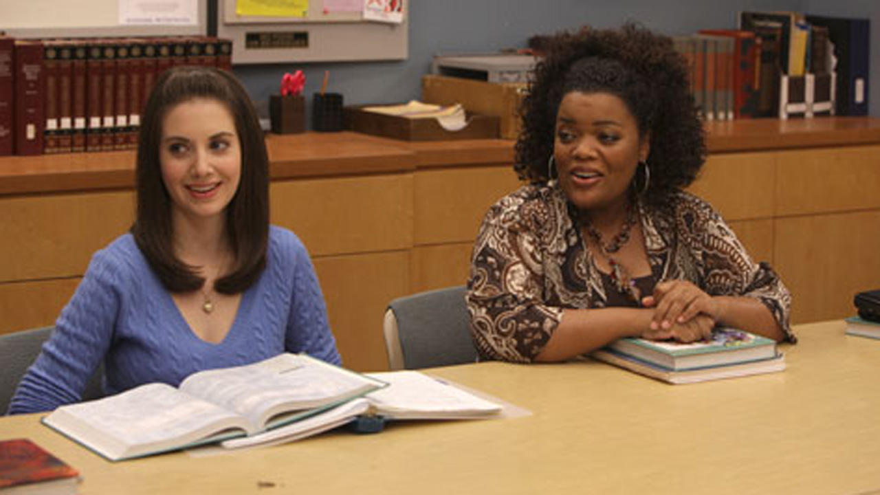 Alison brie yvette nicole brown gillian jacobs community 9