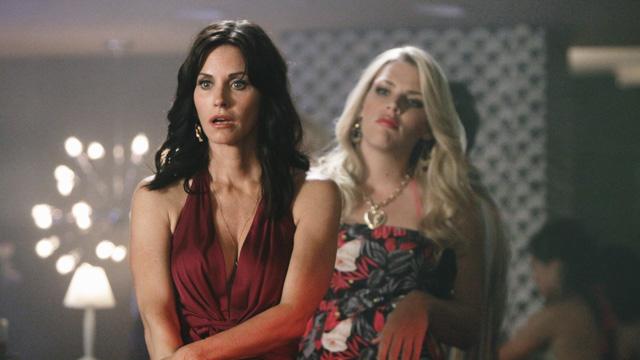 Damene i Cougar Town gir liv til begrepet om kvinnfolk som jakter på yngre menn. (Foto: ABC)