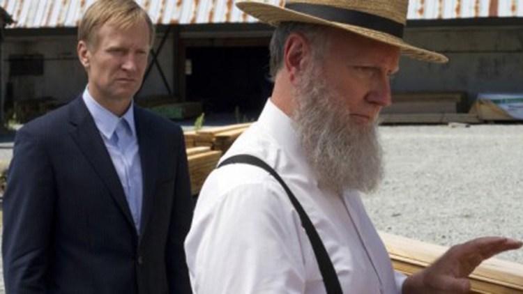 "Ulrich Thompson (bakerst) spiller slemmingen Kai Proctor i ""Banshee"". (Foto: Cinemax)"