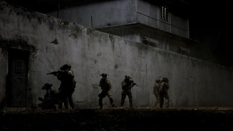 Navy SEAL-soldater jager Bin Laden i «Zero Dark Thirty». (Foto: United International Pictures).