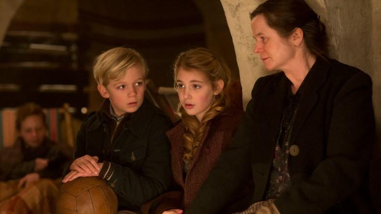 Nico Liersch, Sophie Nélisse og Emily Watson i Boktyven (Foto: Twentieth Century Fox Film Corporation).