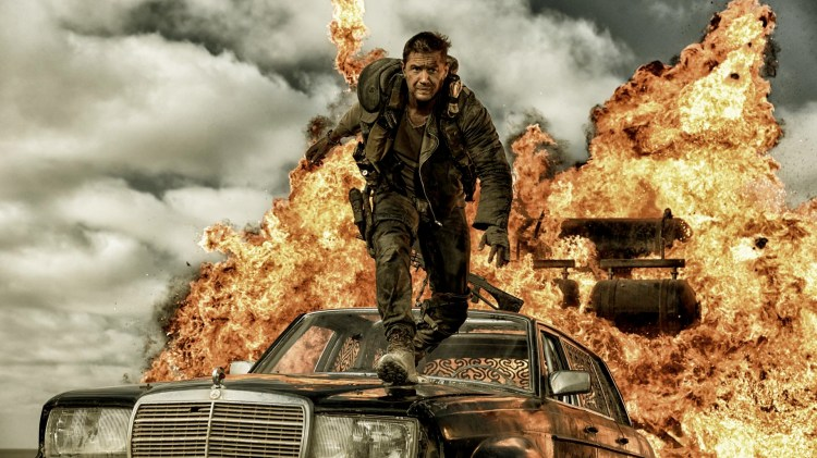 Eksplosiv action med Tom Hardy som Max Rockatansky i Mad Max: Fury Road (Foto: SF Norge AS).