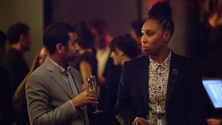 Optimisten Dev (Aziz Ansari) og den noe mer sindige Denise (Lena Waithe) tilbyr mye velskrevet barvidom i Master of None.(Foto: Netflix)