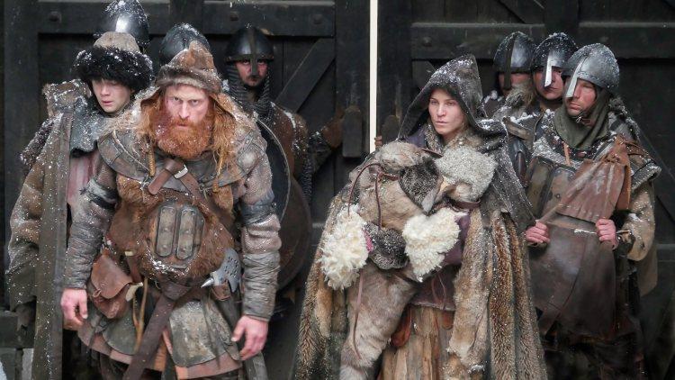 Torstein (Kristofer Hivju) og Inga fra Varteig (Ane Ulimoen Øverli) i Birkebeinerne (Foto: Ian Brodie / Paradox Film 3 AS).