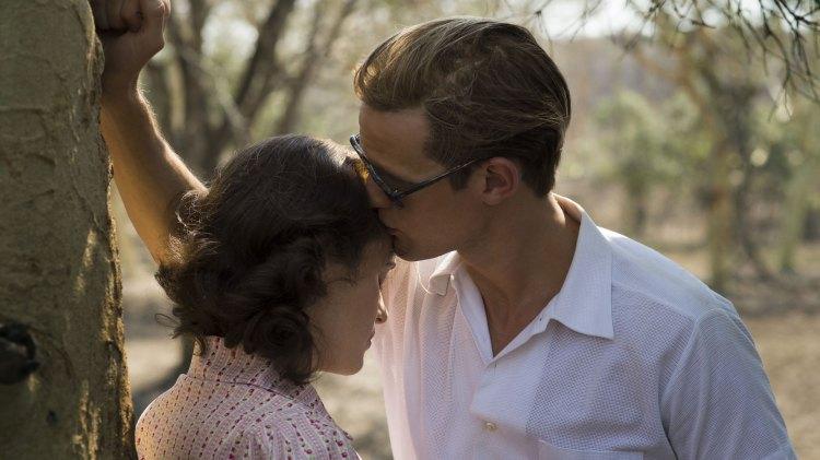 Det vies mye tid til ekteskapet mellom Elizabeth (Claire Foy) og prins Phillip (Foto: Netflix, Sony)