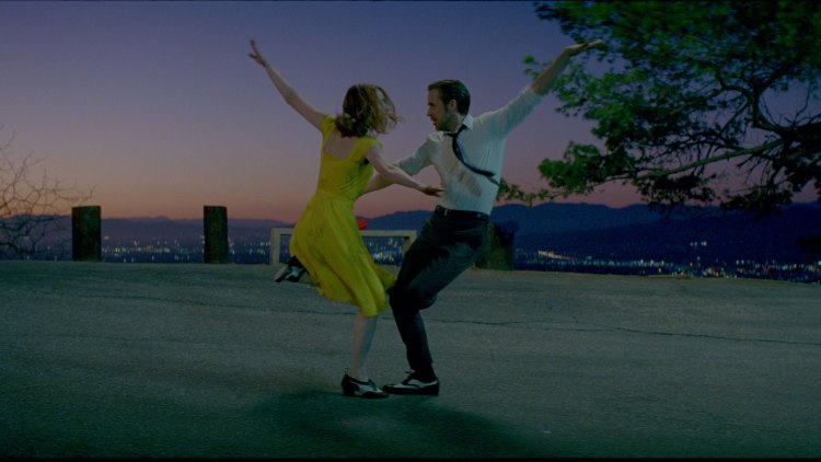 Emma Stone og Ryan Gosling i La La Land (Foto: Nordisk Film Distribusjon AS)