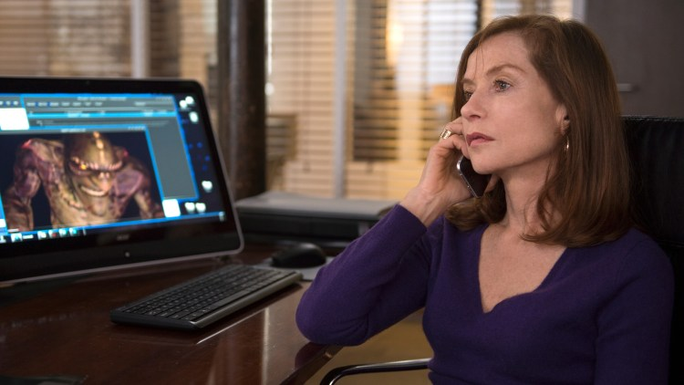 "Michèle (Isabelle Huppert) blir utsatt for et overgrep i ""Elle"". (Foto: United International Pictures)"