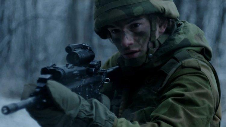 Thomas Hayes er en av flere skuespillere som lever lite overbevisende rollefigurer i de første episodene av Elven. (Foto: TV3, Rune Bendiksen)