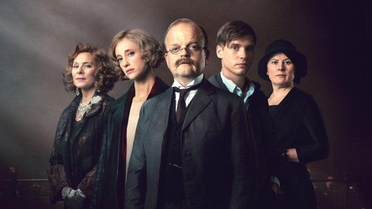 """Det blir klassisk Agatha Christie når Toby Jones og gjengen har laget nyinnspilling av krimdronningens klassiker """"Vitnet""""."""