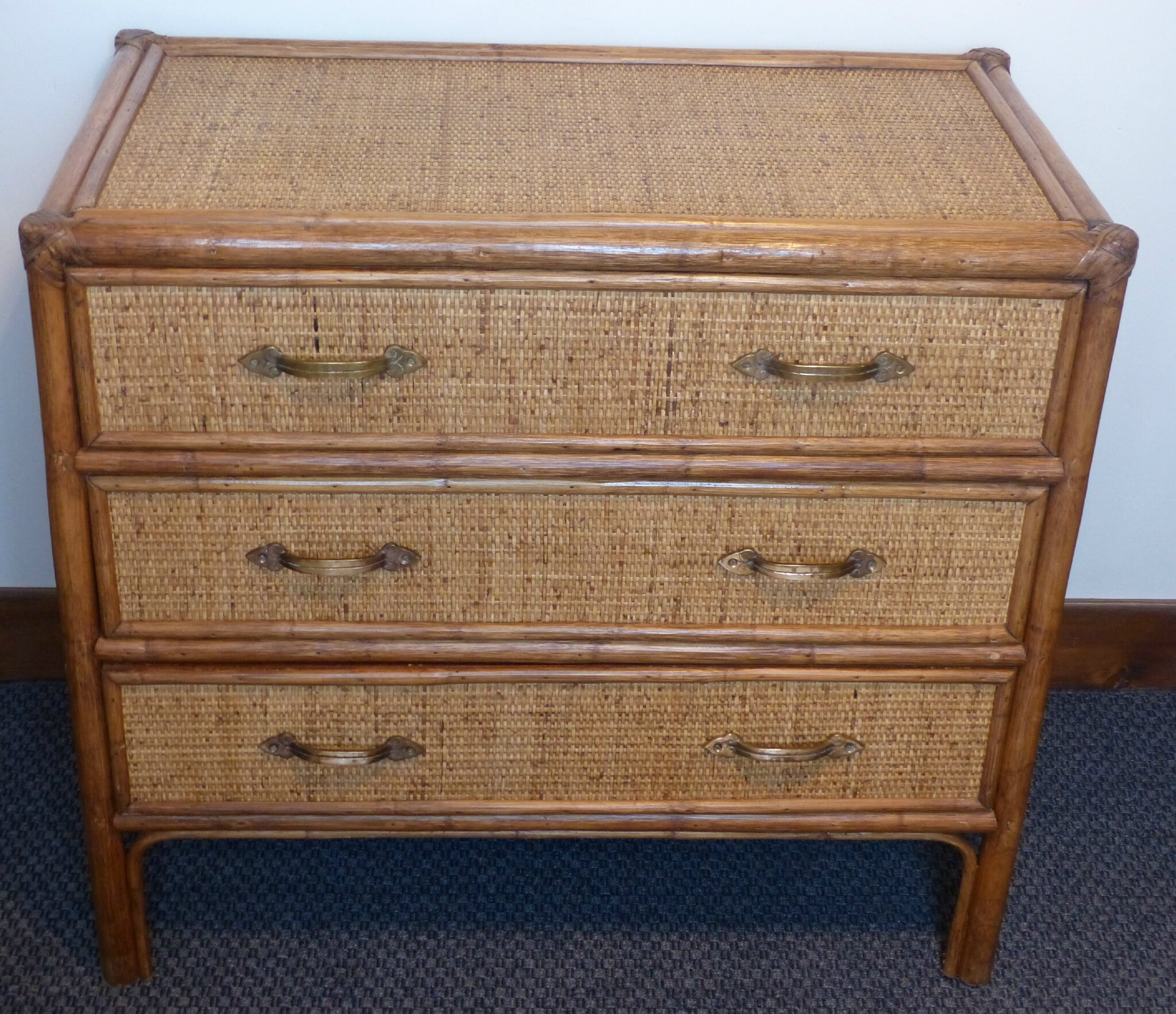 Meuble Repeint Ancienne Commode En Rotin Tresse - Atelier Darblay - Le