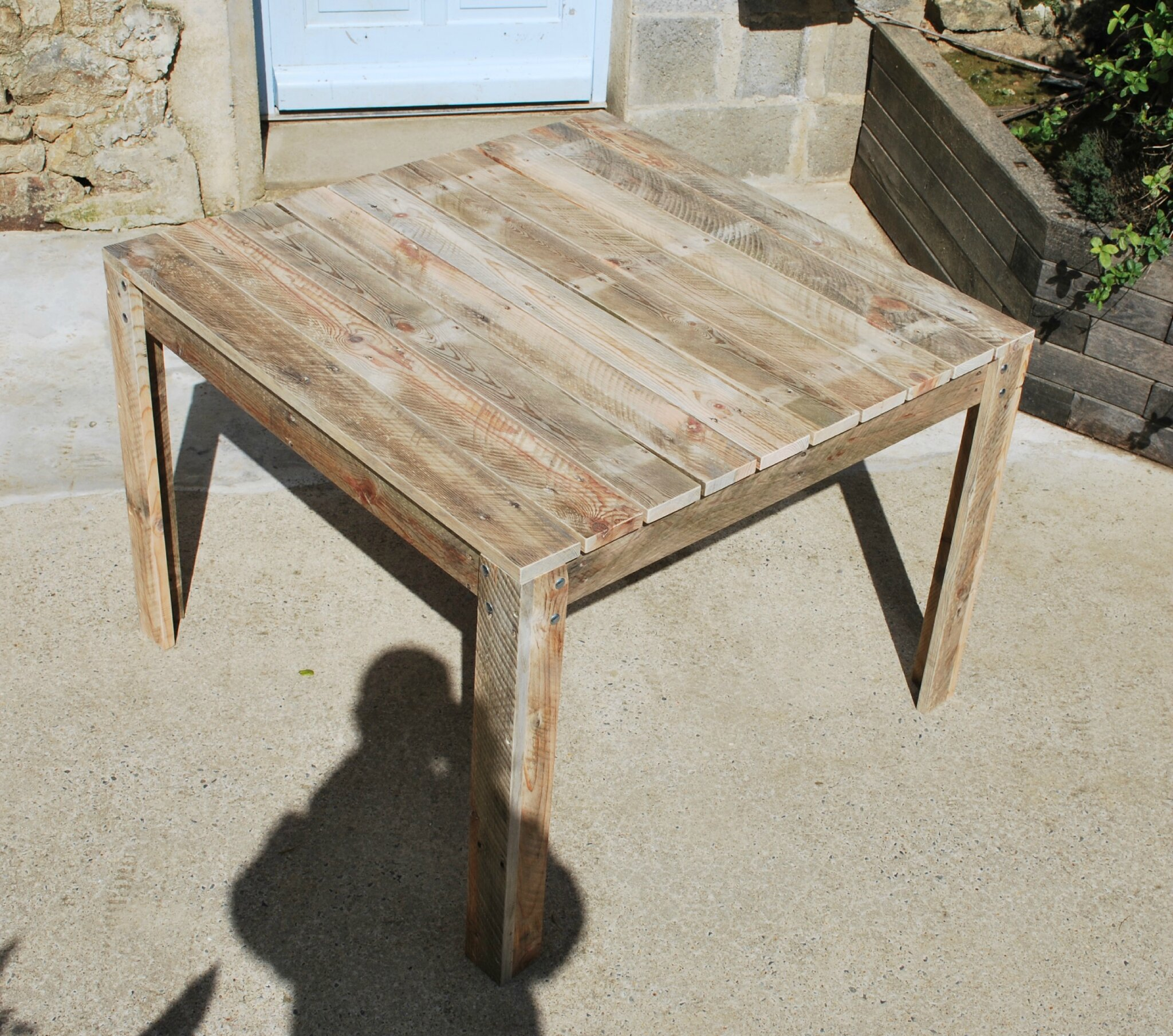 Salon De Jardin Made In France Table De Jardin En Palette Au Bout Du Bois