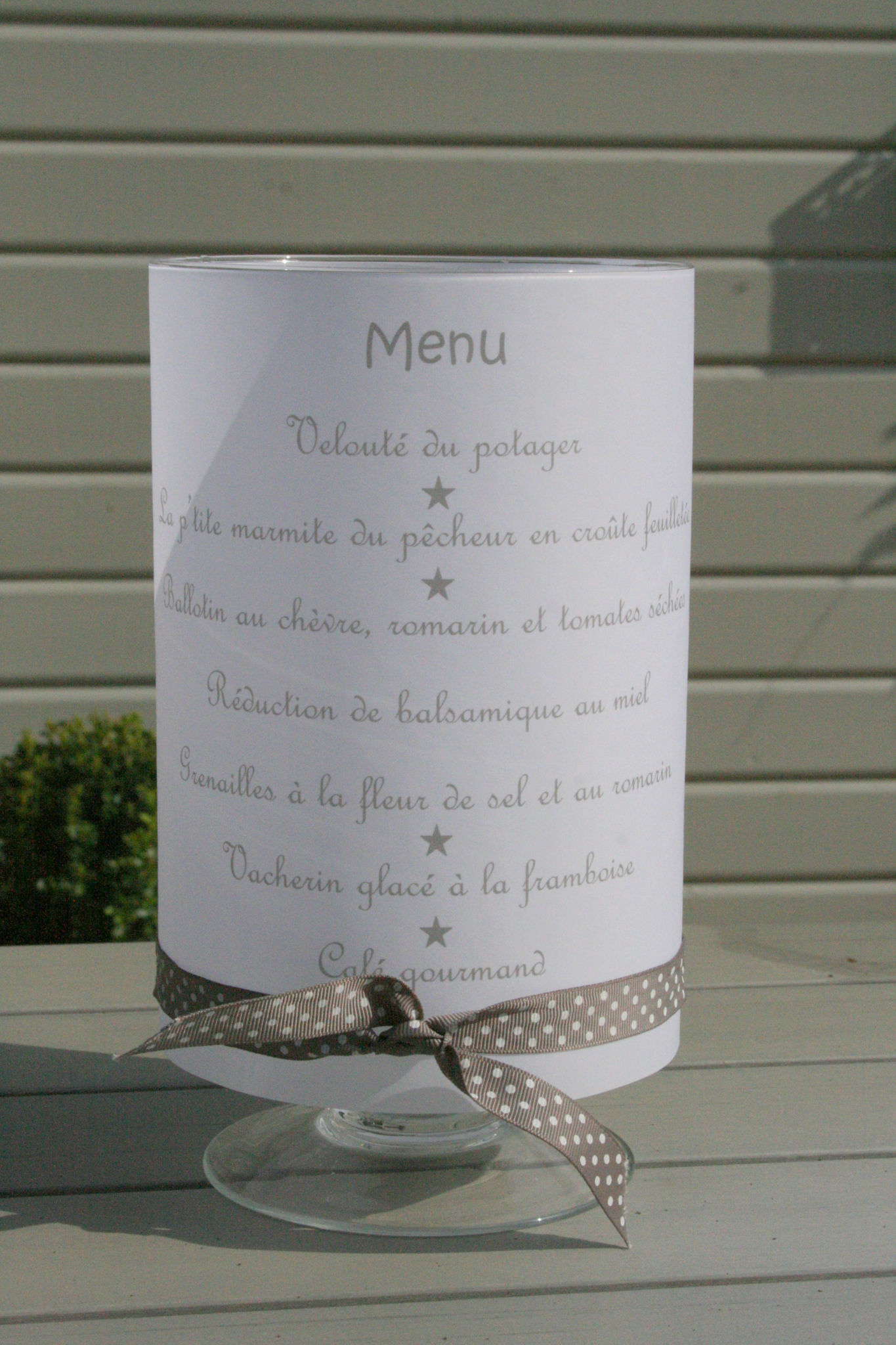 Ensemble Table Et Chaise Jardin Présentation De Menu - J'ai Un Secret à Te Dire...