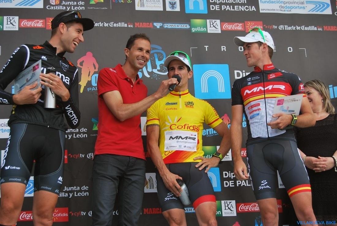 Carlos Coloma celebra su título de campeón