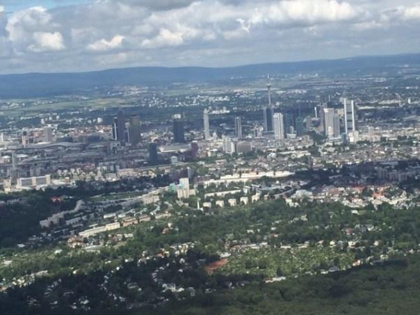 Blick aus der Luft über Sachsenhausen nach Frankfurt
