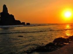 Lembayung senja di Pantai Buyutan. (Foto: Arif Sasono)
