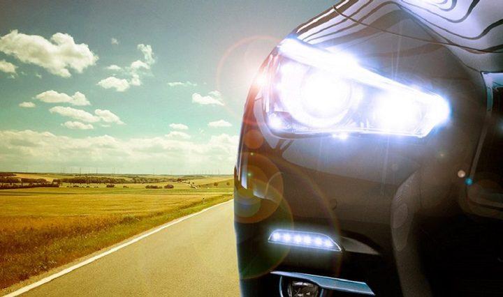 Manter os faróis acesos em luz baixa durante o dia é obrigatório