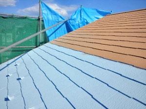 屋根塗装 中塗り(断熱セラミック塗料)