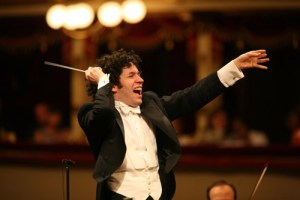 120208_gustavo-dudamel-photo