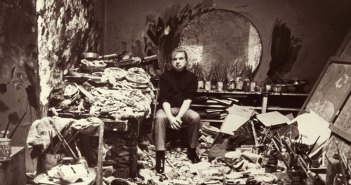 francis-bacon_in-his-studio-2