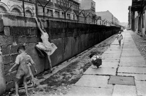 cartier-bresson_berlin-wall