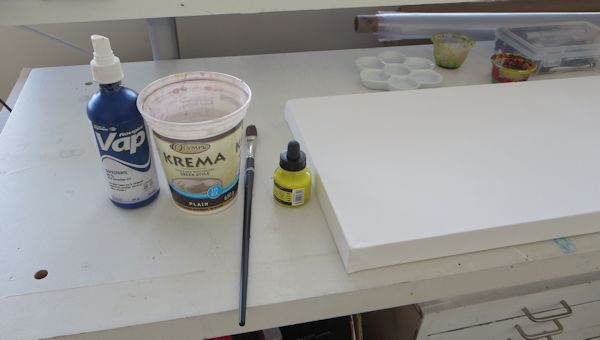 I am starting by a very light and watery wash of yellow liquid acrylic.