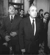 DYN15 - BUENOS AIRES, 05/05/99 - EL JEFE DE LA POLICIA FEDERAL ARGENTINA, COMISARIO GENERAL PABLO BALTAZAR GARCIA, SE RETIRA DEL CONGRESO NACIONAL, LUEGO DE LA CONFERENCIA DE PRENSA OFRECIDA ESTA TARDE. FOTO: TONY GOMEZ/DYN
