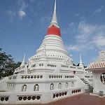 Exploring Phra Samut Chedi