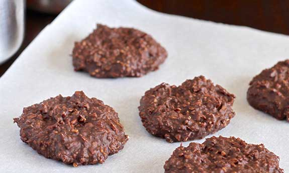 Paleo No Bake Chocolate Peanut Butter Cookies