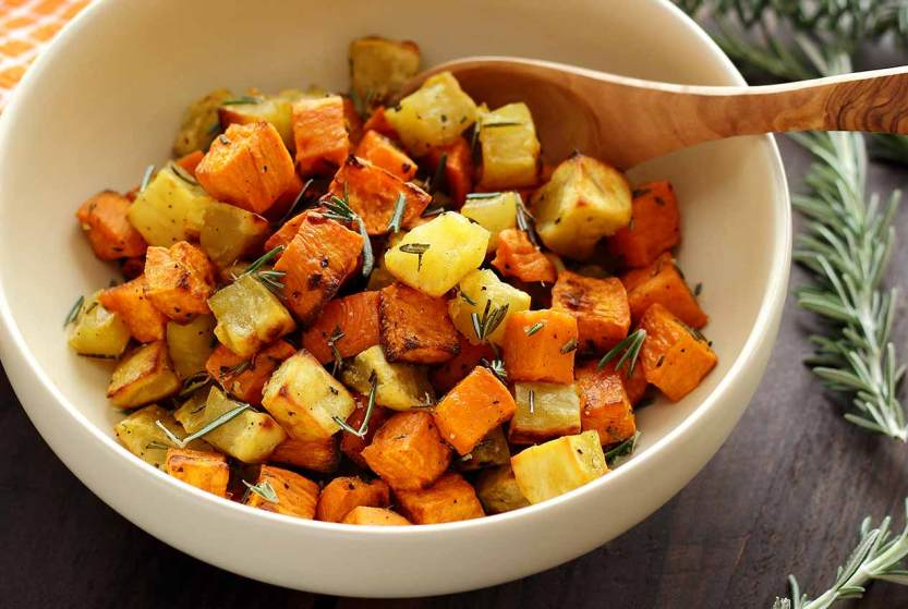 easy paleo recipe for rosemary roasted sweet potatoes