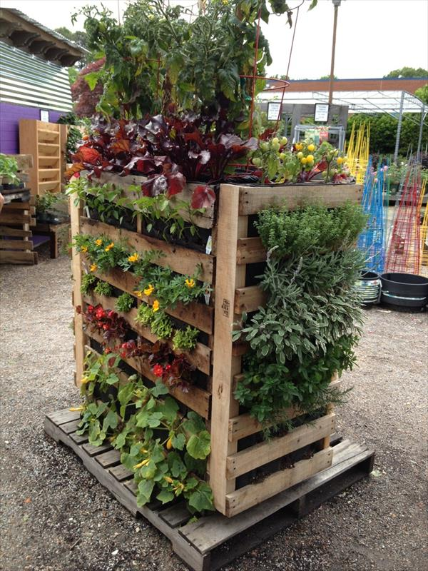 Balcony Bench Pallet Garden - Landscaping With Pallets | Pallet