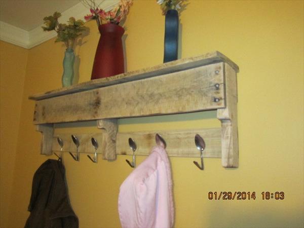 Diy Pallet Coat Rack With Spoon Hooks Pallet Furniture Plans