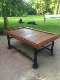 Iron and Pallet Coffee Table | Pallet Furniture Plans