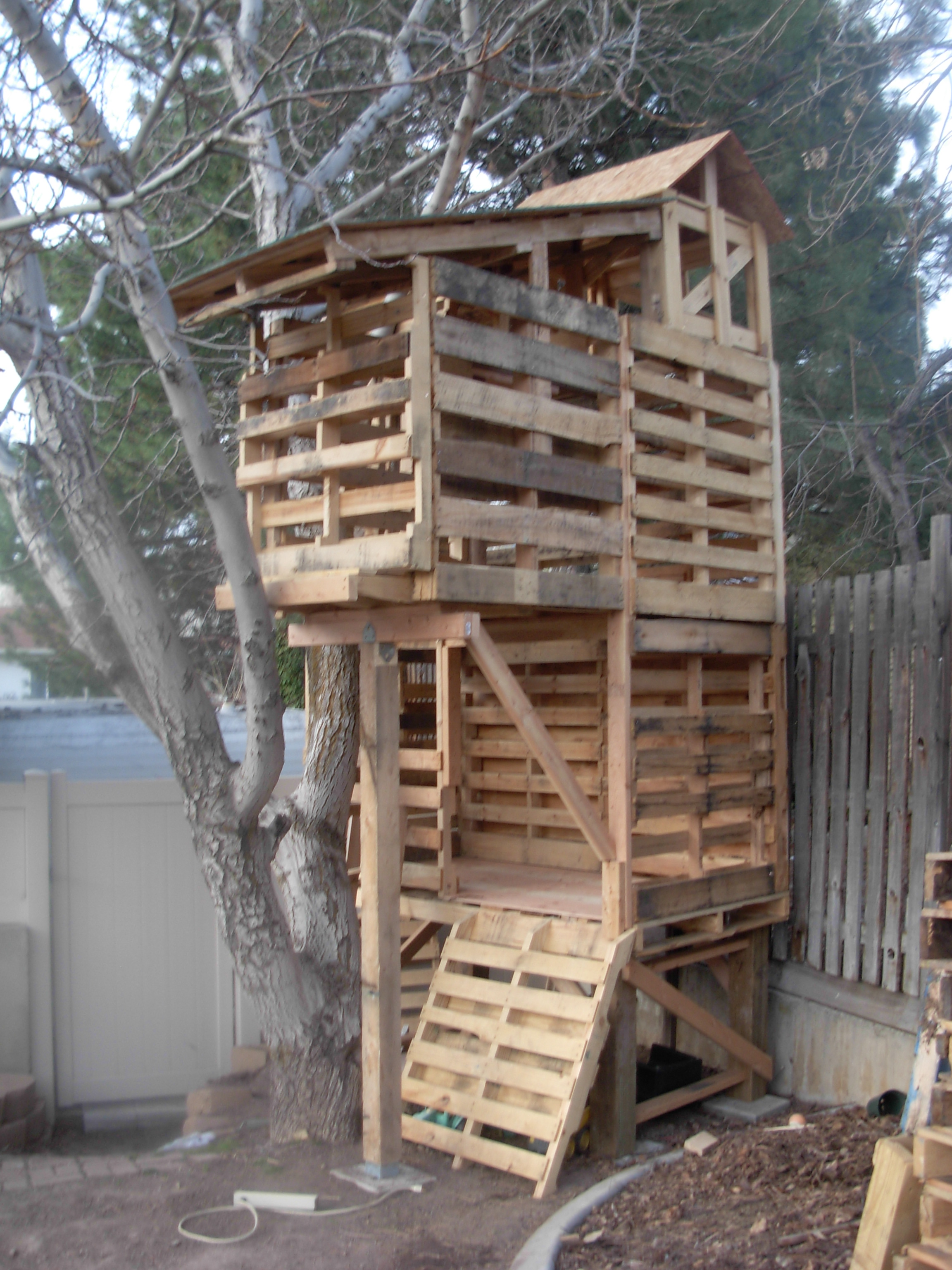 Hut Bouwen Van Pallets Awesome Pallet Treehouse Palletprojects